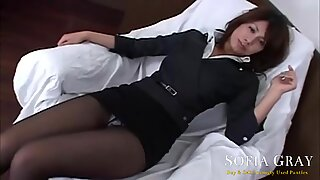 Asian Secretary Shows Off Her Legs in Sexy Stockings