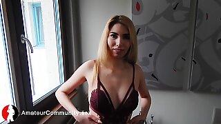 Gorgeous newbie masturbates in the bathroom