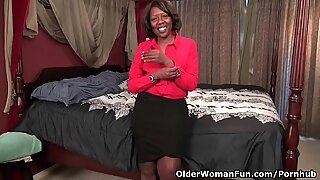 ebony milf Amanda reveals her bangable body and works her pink pussy