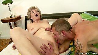 Raunchy granny spreads her lips round a stiff fuck pole