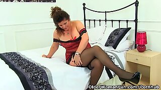 English cougar Gilly thrusts her g-strings into her fanny