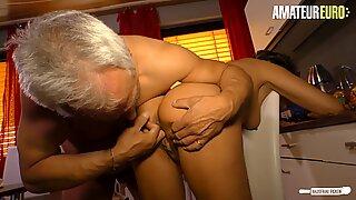 AMATEUR EURO - Deutsche Housewife Cheat With Neighbour