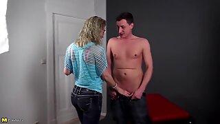 Amateur mature mom seduces young boy at casting
