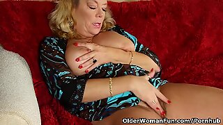 Office grandmother in pantyhose gives her elder poon a treat