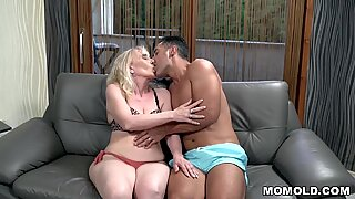 Muscular guy fucks a mature woman