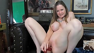 Tiny spinner MILF will fulfill all your fantasies tonight