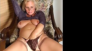 OmaFotzE Amateur Big Titted Granny Compilation