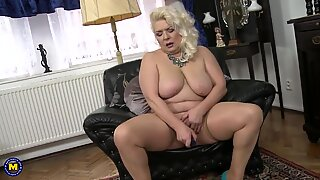 older fabulous GILF with very greedy vagina