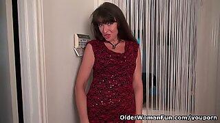 American milf Natasha Belinsky fingers her ass