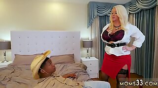 Mom and friend s crony red robe When Alura Jencrony s son noticed her gardener near her - Lil Red
